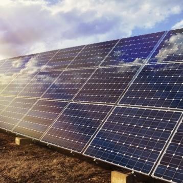 Investerar i solcellsprojekt i Kenya