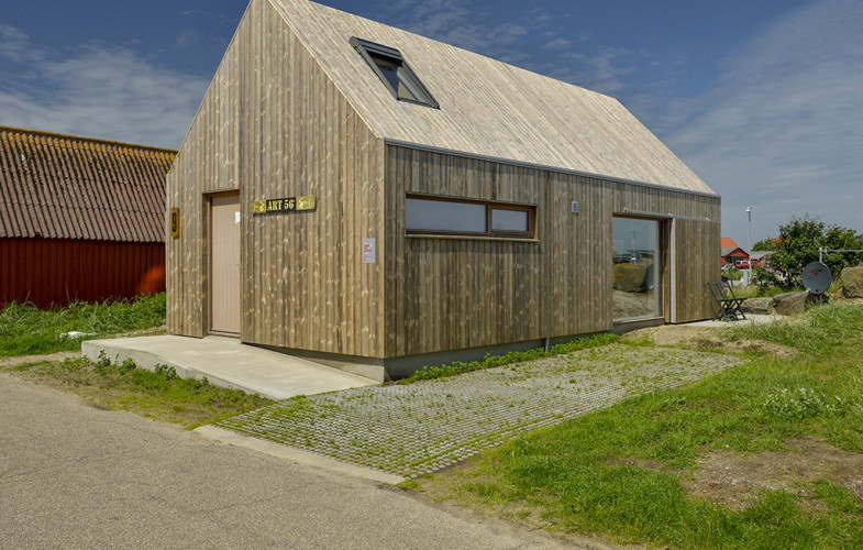 Eco-friendly Artist's house clad in Kebony