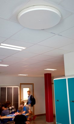 Idag bedrivs undervisningen i moderna lokaler där den nya ventilationen skapar en fräsch arbetsmiljö.