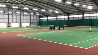 Välrenommerad idrottsanläggning uppgraderar till LED på tennisbanor