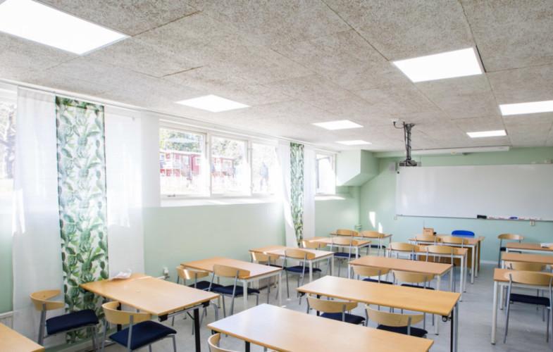 Dagsljusvit Smart LED-belysning i ett klassrum