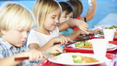 Buller i skolmatsalar lätt att åtgärda – industrin erbjuder rådgivning