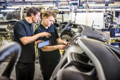 Publika hållbarhetsmål skyndar på utvecklingen – Ny rapport från Schneider Electric tar tempen på de internationella storföretagens hållbarhetsarbete