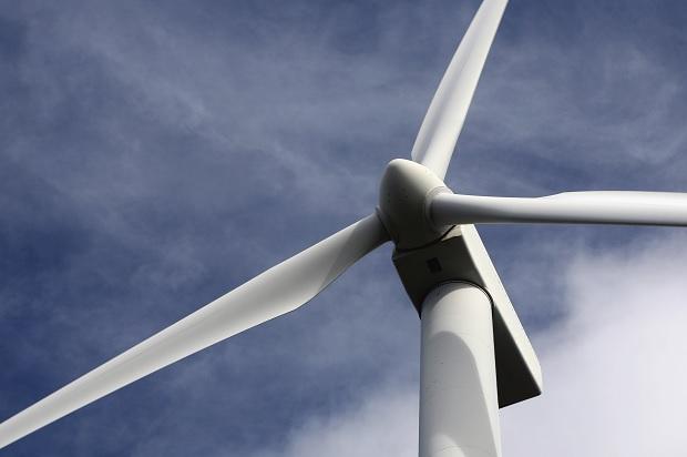 Vindkraftens miljönytta föreslås vägas in i prövning