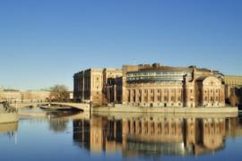 Hur kan användningen av solenergin öka enligt riksdagspartierna?