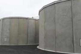 Här byggs betongreservoarer till avsaltningsverk