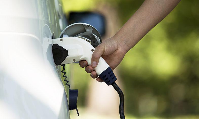 Krav på laddplats och nya regler för egenproducerad el