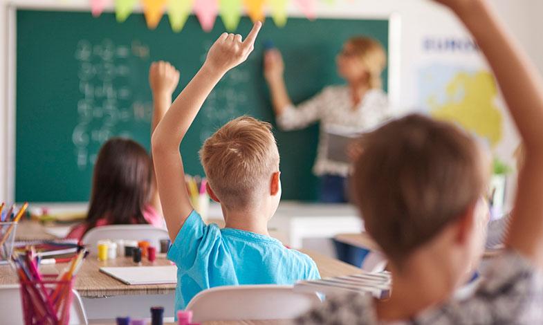 Stängda skolor efter het sommar väcker diskussion om kyla