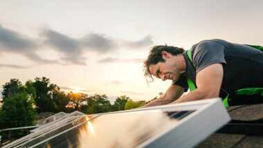 Ny rapport: Brist på installatörer hotar regeringens klimatmål