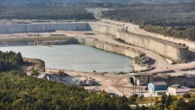 Regeringen går vidare med undantagslag för Cementa